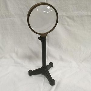 Desktop Magnifier With Tripod Base