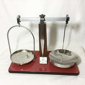 Medium Laboratory Scales