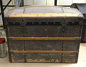 Large sea-chest / treasure-chest