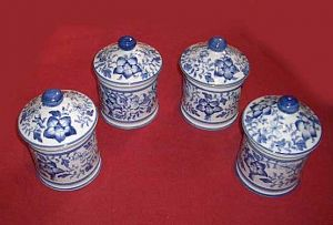 Small delft drug jars 18th c